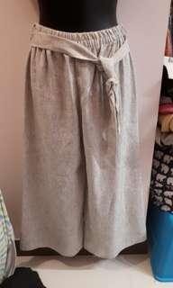 Pre Loved : Beige 3/4 pants