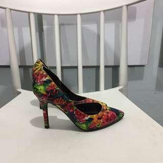 abstract pointed heels