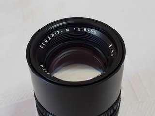 Leica Elmarit-M 90/F2.8 lens with telescopic hood.