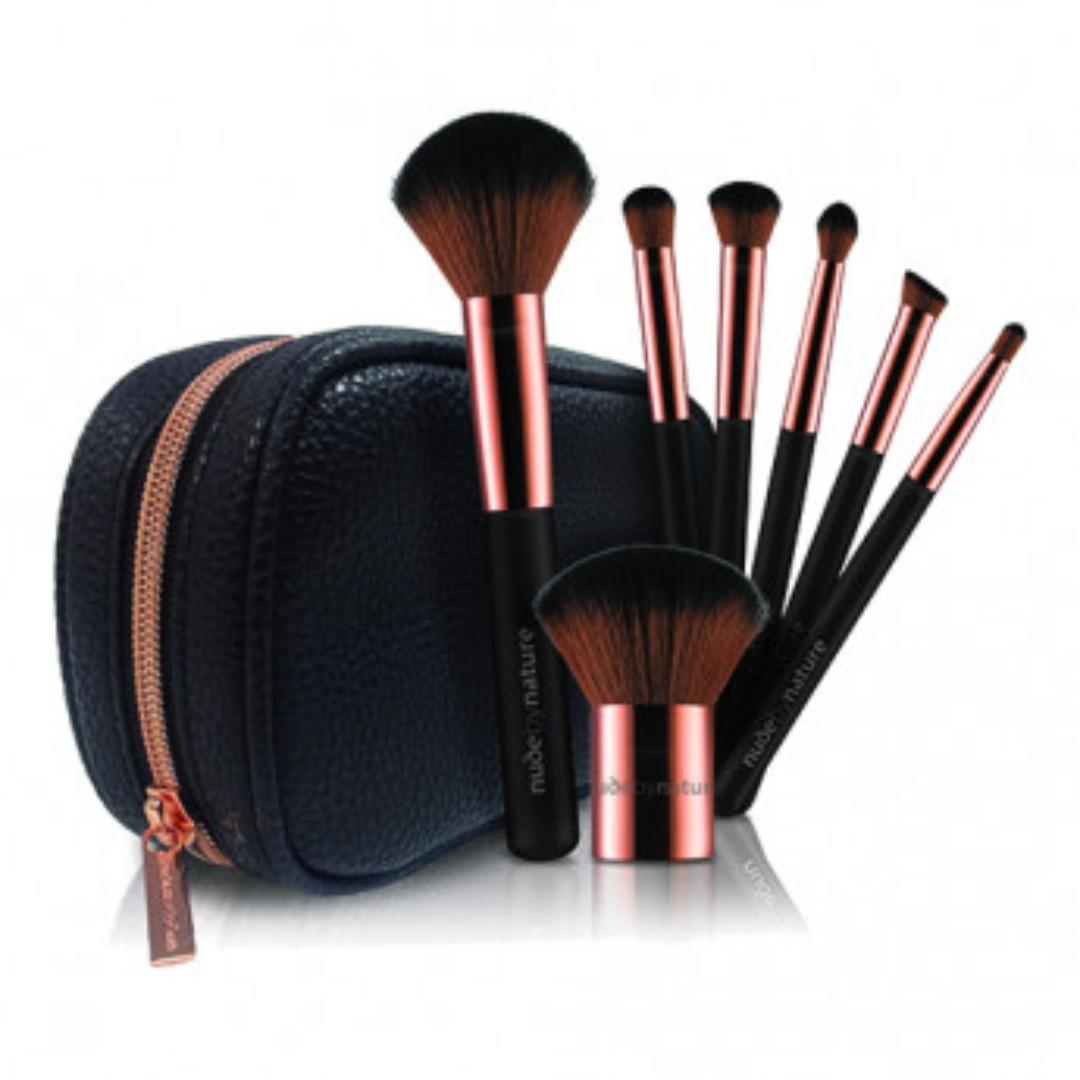 BRAND NEW NUDE BY NATURE BRUSH SET AND BAG PAID $40