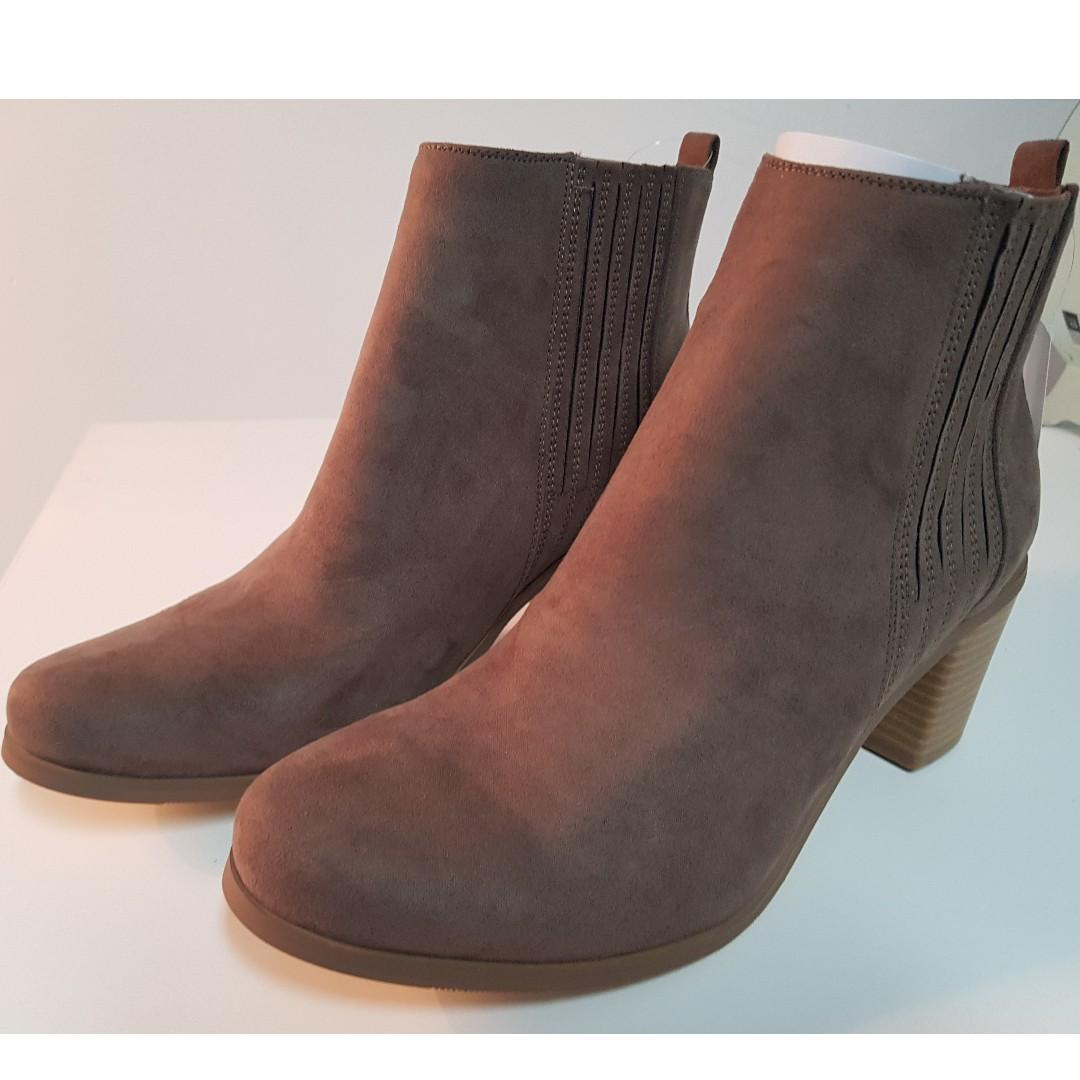 BRAND NEW WITH TAGS DARK TAUPE ANKLE BOOTS SIZE 41/10 PAID $50