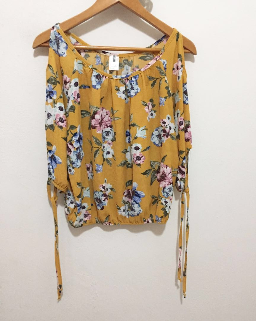 46bba98721e Mustard yellow floral print cold shoulder top, Women's Fashion ...