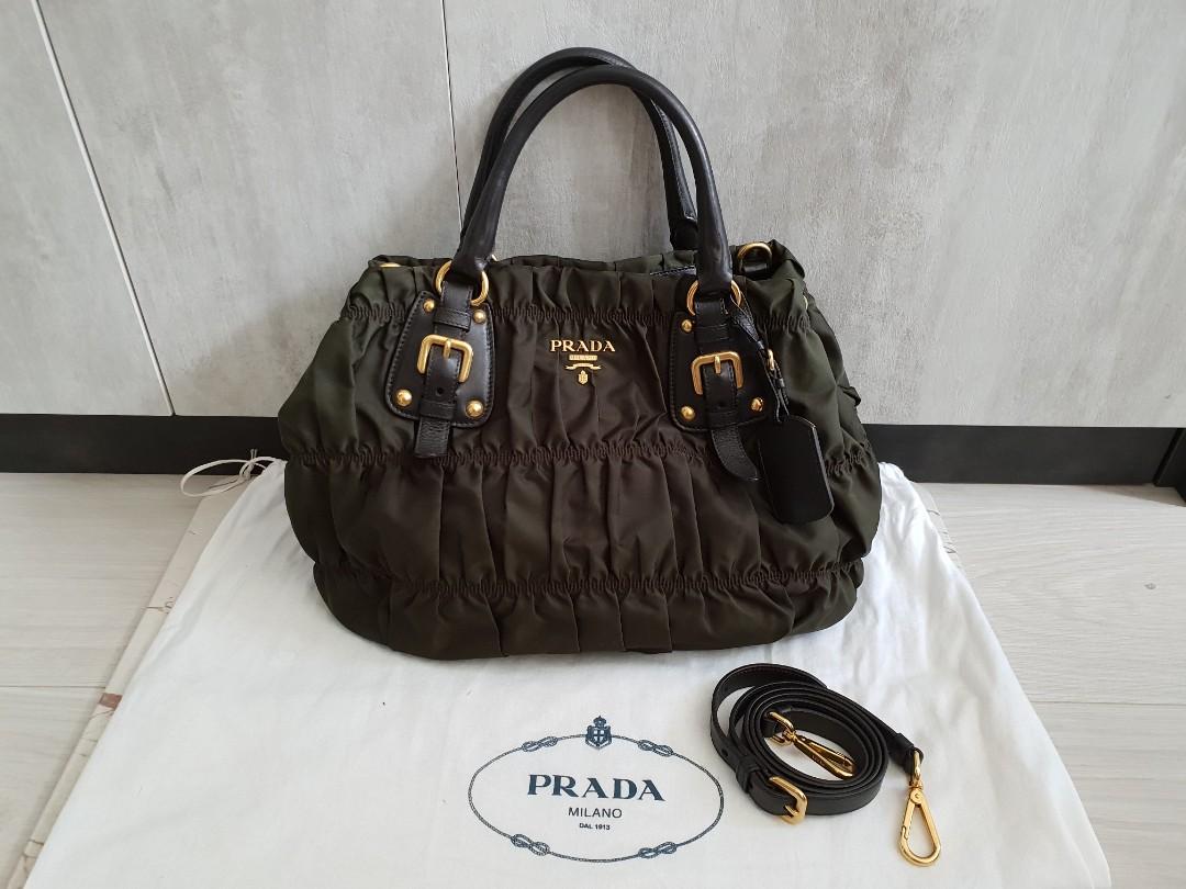 9a6c622760d9 Pre-loved Prada bag