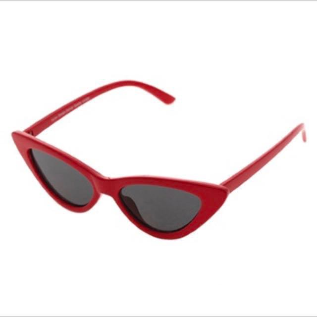 47a5e91c167d4 Red Winged sunglasses