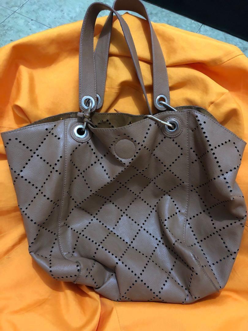 Tas kulit wanita