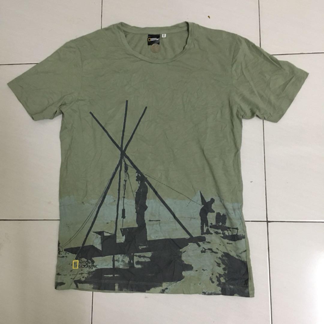 4c78d8b331df UT Uniqlo x National Geography Tshirt size S