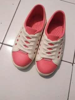 Sepatu pink 👍