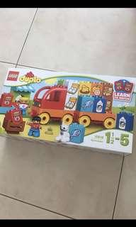 Duplo food truck- played once