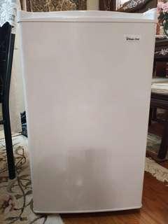 Magic Chef mini refrigerator