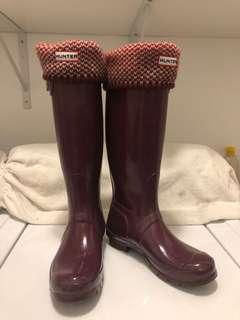 Burgundy Hunters Boots with Matching Socks (US 6M/7F)