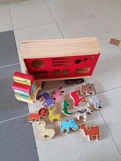 Carnival wooden truck with toy animals