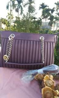 🚚 紫色羊皮皺摺包