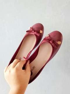 Solemate maroon flats