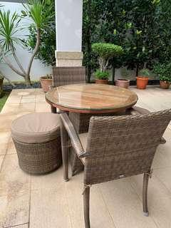 Outdoor table and 4 chair