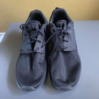 Original Nike Roshe for women, excellent condition, slightly used, good as new