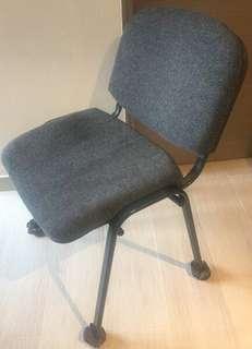 《書桌椅》大張 黑色 金屬 框架 深灰色棉布面 座椅 desk chair
