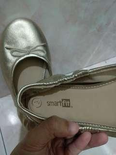 Gold ballerina shoes size 3