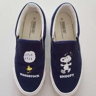 Snoopy navy slip ons