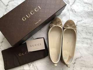 Authentic Gucci monogram flat 37 half