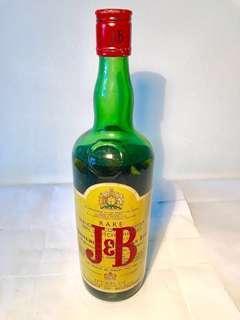 J & B Blended Scotch Whisky 1 PT ( Vintage Bottle )