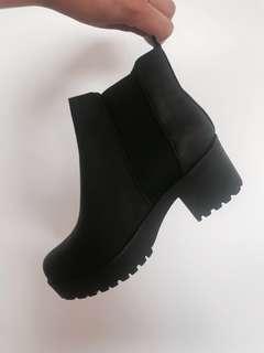 Boohoo Chelsea Boots size 9 AU