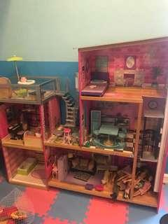 Kidkraft Uptown giant wooden dollhouse
