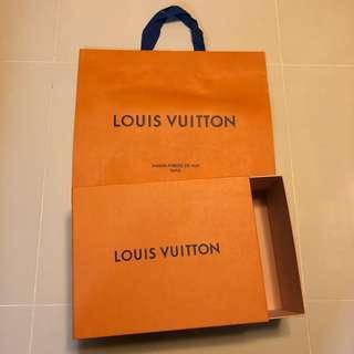 LV 紙袋+盒(2 件出售)