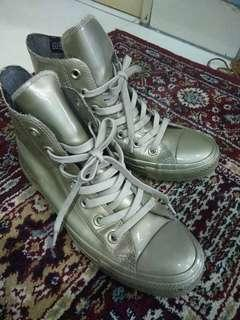 Converse gold size 37