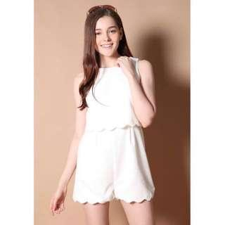 • BNWT || TSW saint scalloped tiered romper in white