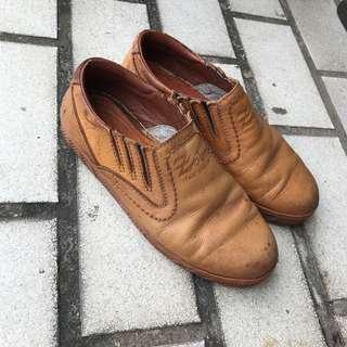 🚚 Zobr 義大利牛皮懶人鞋 原皮色 尺寸24-24.5 平常都有加鞋墊穿 鞋內長約25 約6-7成新 便宜賣