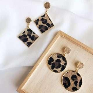 🚚 《早衣服》1月新品🎆質感豹紋絨毛幾何方形圓形耳針夾式耳環無耳洞耳夾(預)