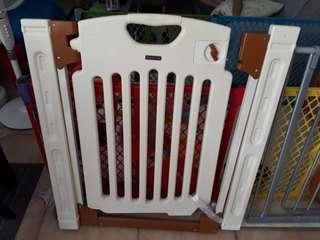 Safety/baby gate