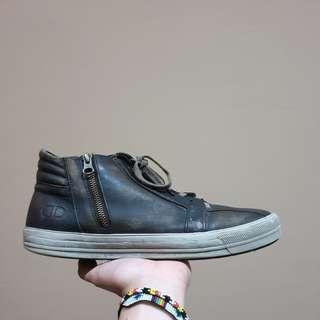 Sepatu casual democrata, bukan docmart adidas