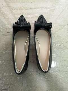 Office Former Shoe