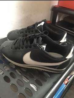 🚚 Nike 經典黑白阿甘鞋 22cm
