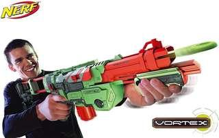 Nerf Vortex Praxis comes with extra clip and discs