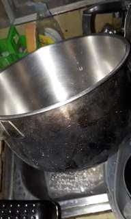 2 pcs cooking pans stainless needs cleaning