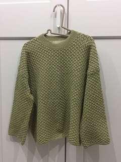 奶綠針織上衣