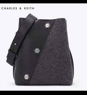 ⚡️SALE⚡️CHARLES & KEITH BUCKET BAG
