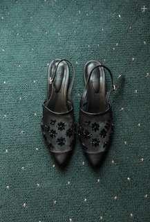 Sepatu hitam made by esme