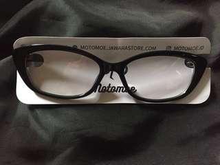 Frame kacamata hitam