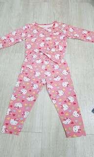 🚚 Hello Kitty clothes