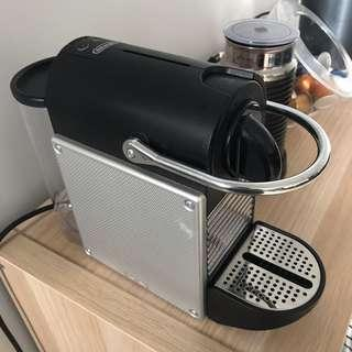 Delonghi Nespresso Pixie Coffee Machine with Milk Frother
