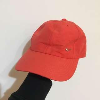 🚚 Nike 螢光橘紅 側邊小銀勾 棒球帽 老帽