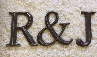 R & J sign