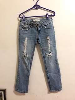 🚚 淺刷色牛仔褲