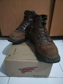 Red wing brown color