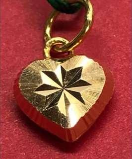 Grab a heart gold locket? 🇸🇬🇸🇬🇸🇬🇸🇬