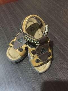 Sepatu uk 26. Kuat, nyaman dan layak pakai