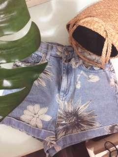 Topshop - High Waist Mom Shorts Denim( Like New ) Free Ongkir